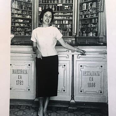 Carme Alsius Granés · Interior farmàcia Cid · Arxiu Municipal de Palafrugell. Col.lecció Mercè Cid Alsius (1958)